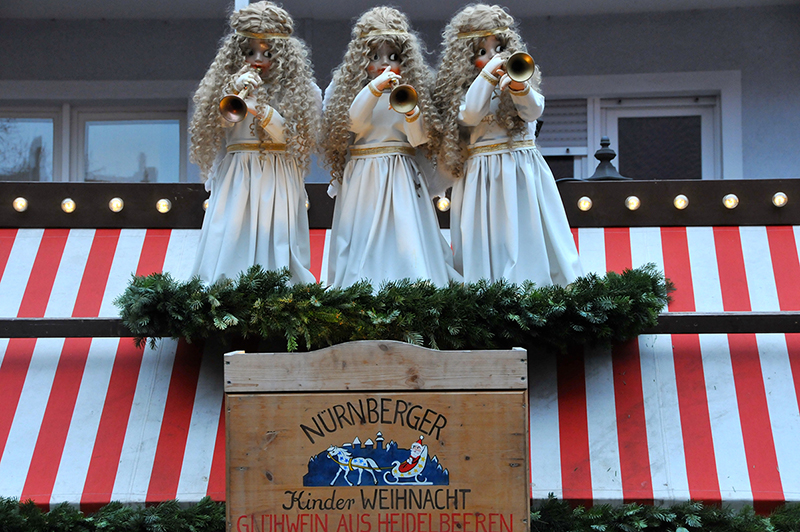 Stand_3Angels-nuernberg-christkindlesmarkt-smart-family-travel
