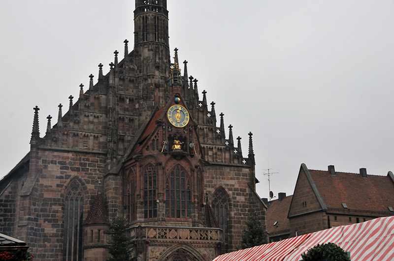 Frauenkirche-nuernberg-christkindlesmarkt-smart-family-travel